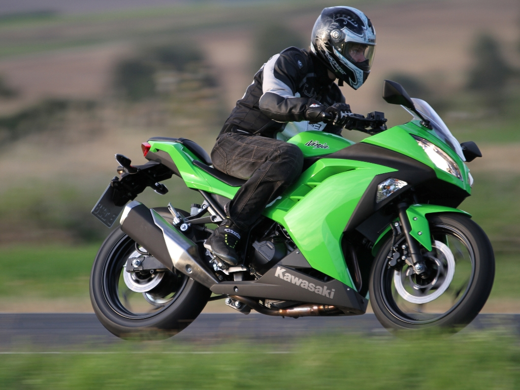 Mehr Hubraum Kawasaki Ninja 300 Feuerstuhl Das Motorrad Magazin Green Die Wird Ab Oktober In Den Farben Lime Grn Und Ebony Schwarz Lieferbar Sein Ampnet Jri